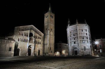 800px-Piazza_Duomo_Parma_2009-08