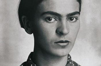 420px-Frida_Kahlo,_by_Guillermo_Kahlo_2