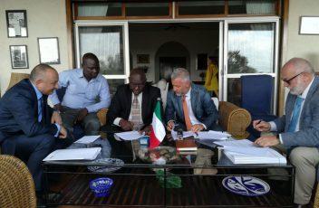 Uganda_firma accordo Ospedale Gulu_Archivio Soleterre (2)_b